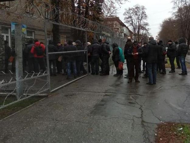 В Запорожье проходят военные сборы: в военкомате говорят о большом количестве добровольцев
