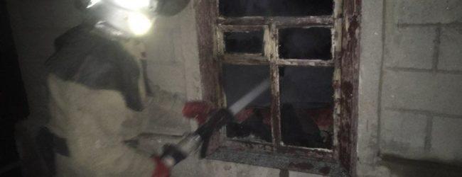 В Пологах горел дом: пожар тушили более двух часов (ФОТО)