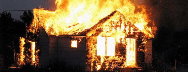 В Приморске спасатели тушили крупный пожар в доме