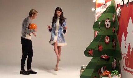 Видео дня: футболист учил Мисс Украины-2017 набивать мяч