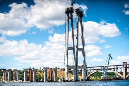 Гройсман обещал найти деньги для продолжения строительства запорожских мостов