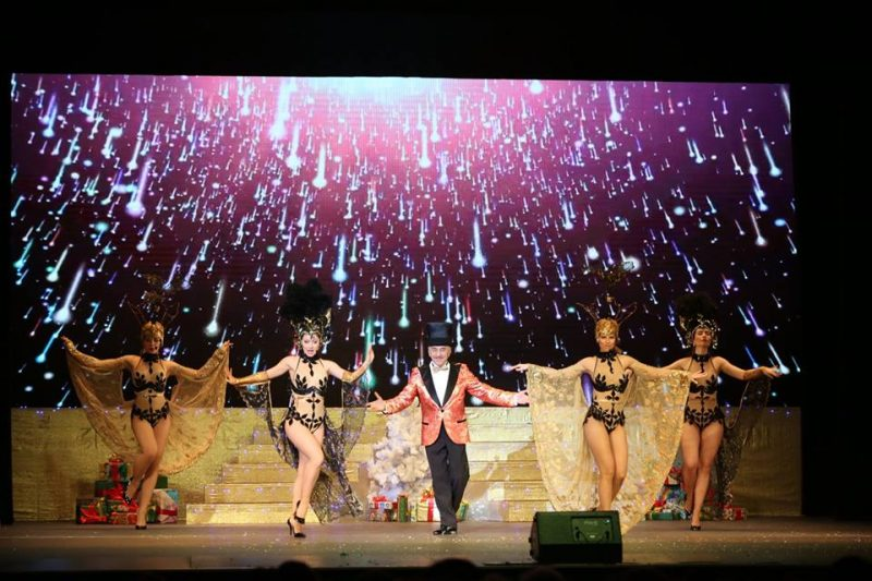 Запорожский театр превратили во французское кабаре - видео