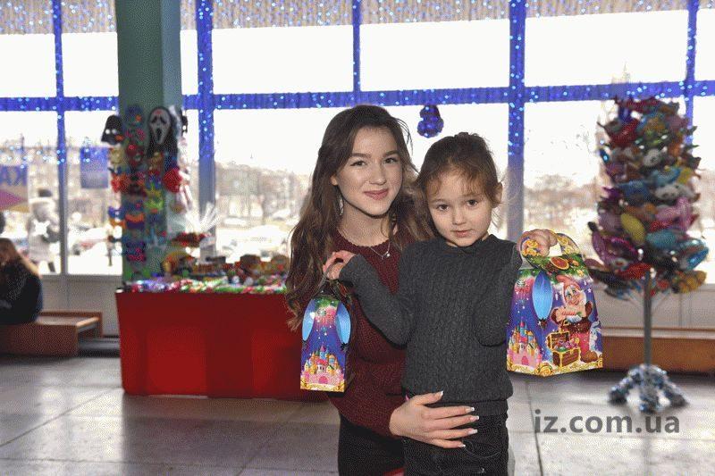 Любовь Пендюкова пришла на новогоднее представление с пятилетней племянницей Эммой