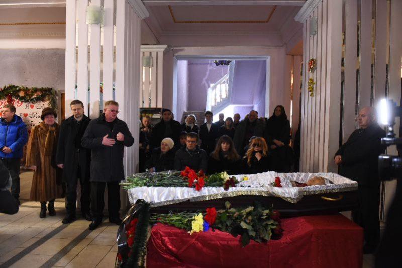 попрощались с писателем и актером Александром Выженко