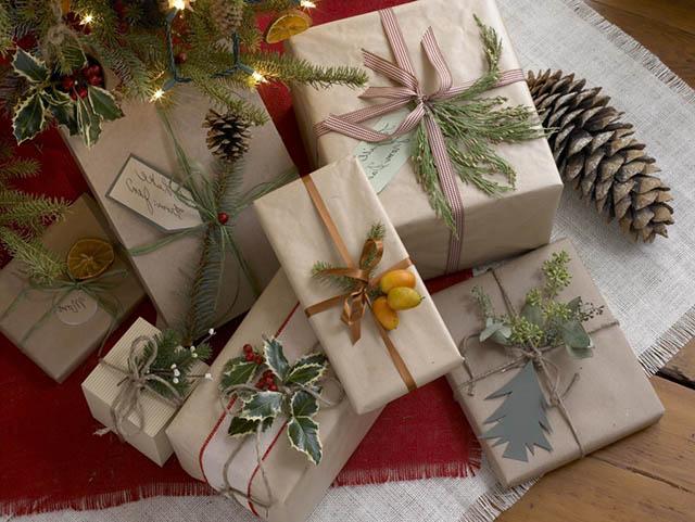 упаковать подарки