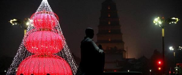 Китайский город запретил рождественские атрибуты и ярмарки