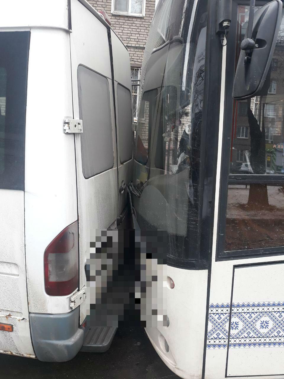 столкнулись автобус и маршрутка