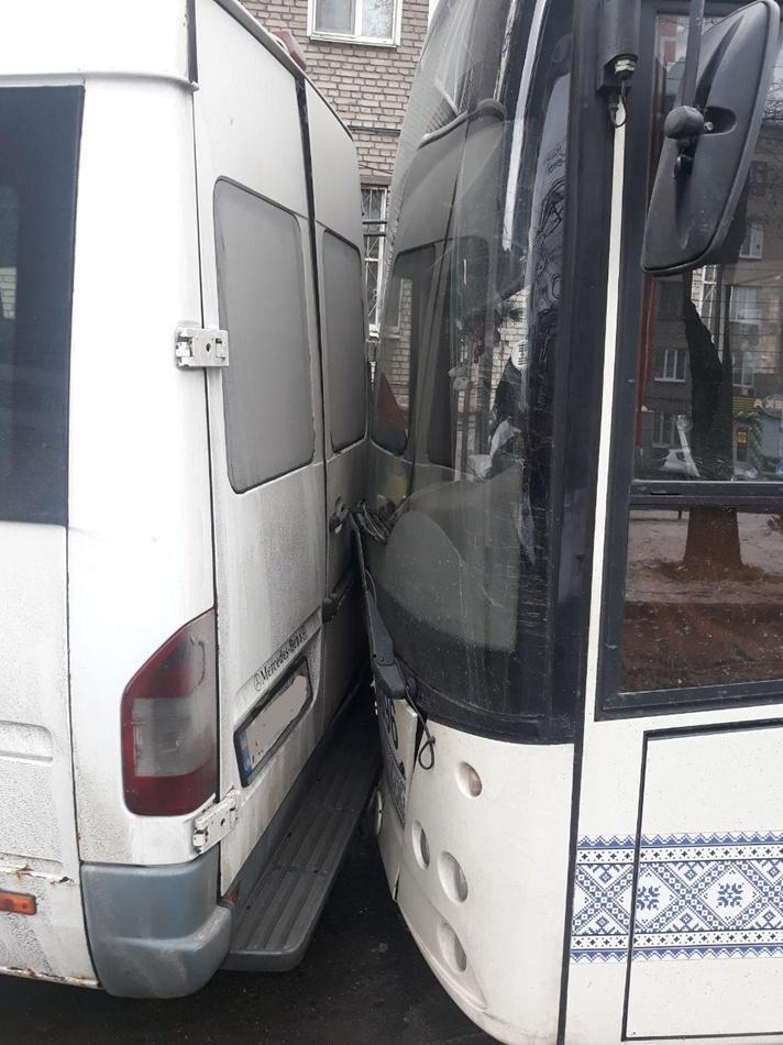 Авария с маршруткой и автобусом