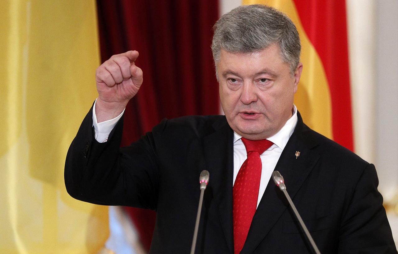 Порошенко объяснил, зачем в Украине ввели военное положение