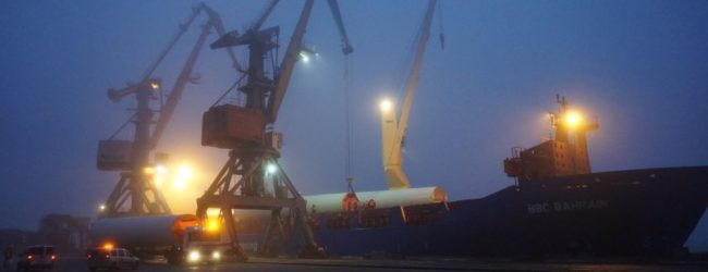 Бердянский порт принял все комплектующие для строительства ВЭС