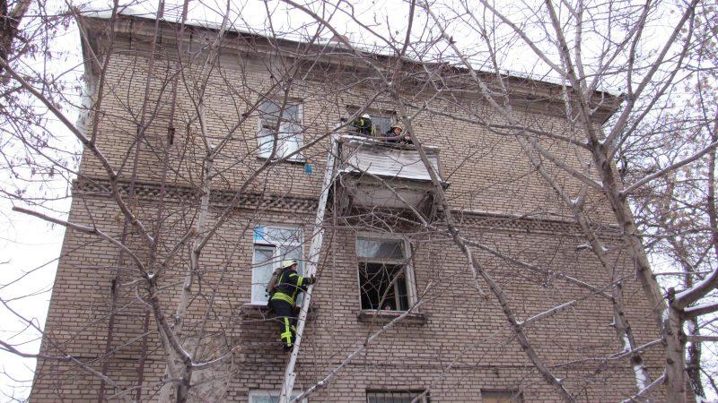 В центре Запорожья загорелась квартира с маленькими детьми