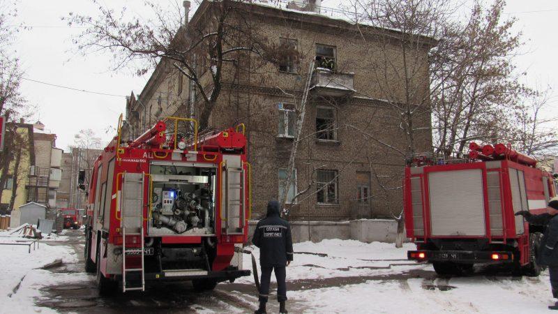 В центре Запорожья дети оказались одни в горящей квартире