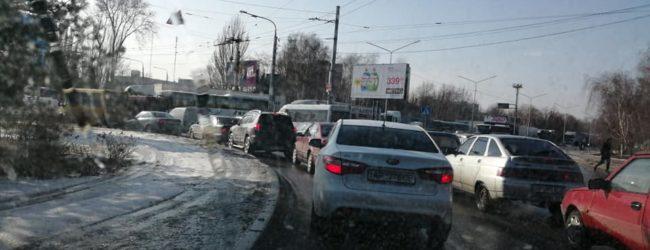 Движение на ДнепроГЭС с Правого берега парализовано