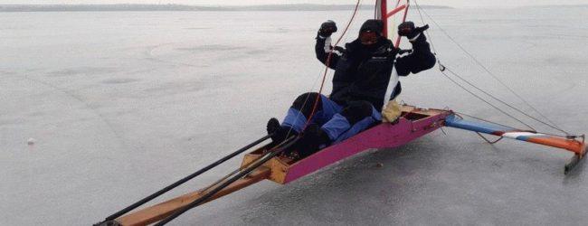 Запорожцы устроили зимние развлечения на льду