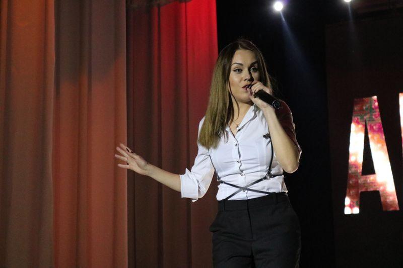 певица Алёша в Днепрорудном пела для горняков ЗЖРК