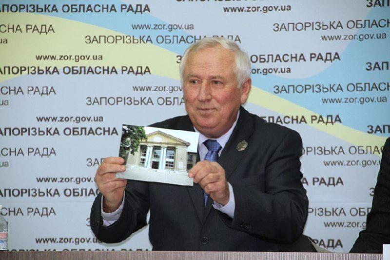 директор-художественный руководитель коммунального учреждения «Запорожский областной театр кукол» Анатолий Колб