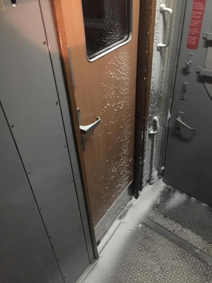 Билеты на этот поезд стоят около 1,5 тысячи гривен.