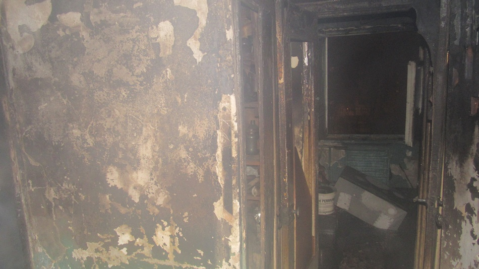 Стены обгорели вместе с мебелью