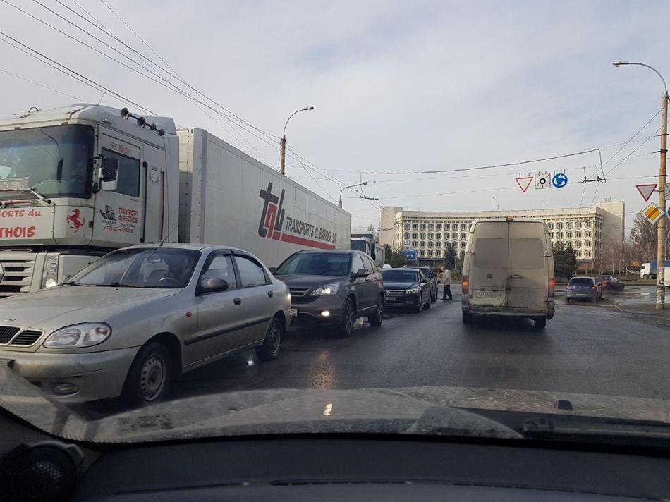 Днем водители собирались в тянучку от Каховской. фото: Автоканал Запорожье
