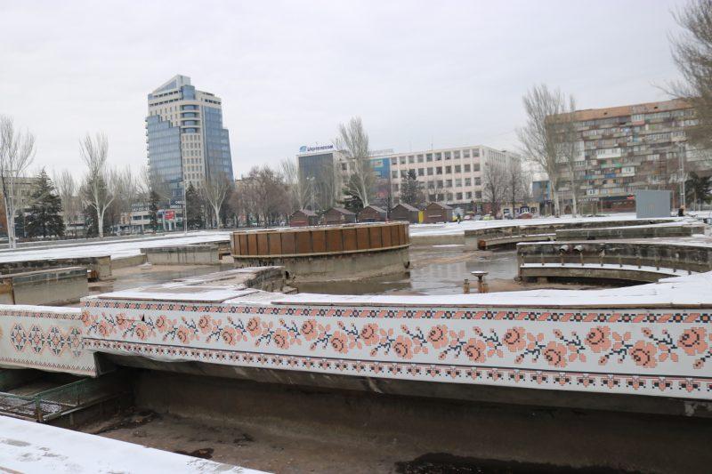 Фонтан на площади Фестивальной