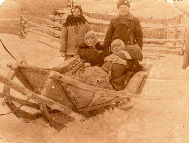 6 февраля 1966 года. Сугробы были большие, телеги с колесами зимой меняли на сани