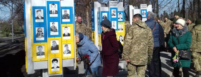 В Запорожье почтили память военных, погибших при обороне Дебальцево
