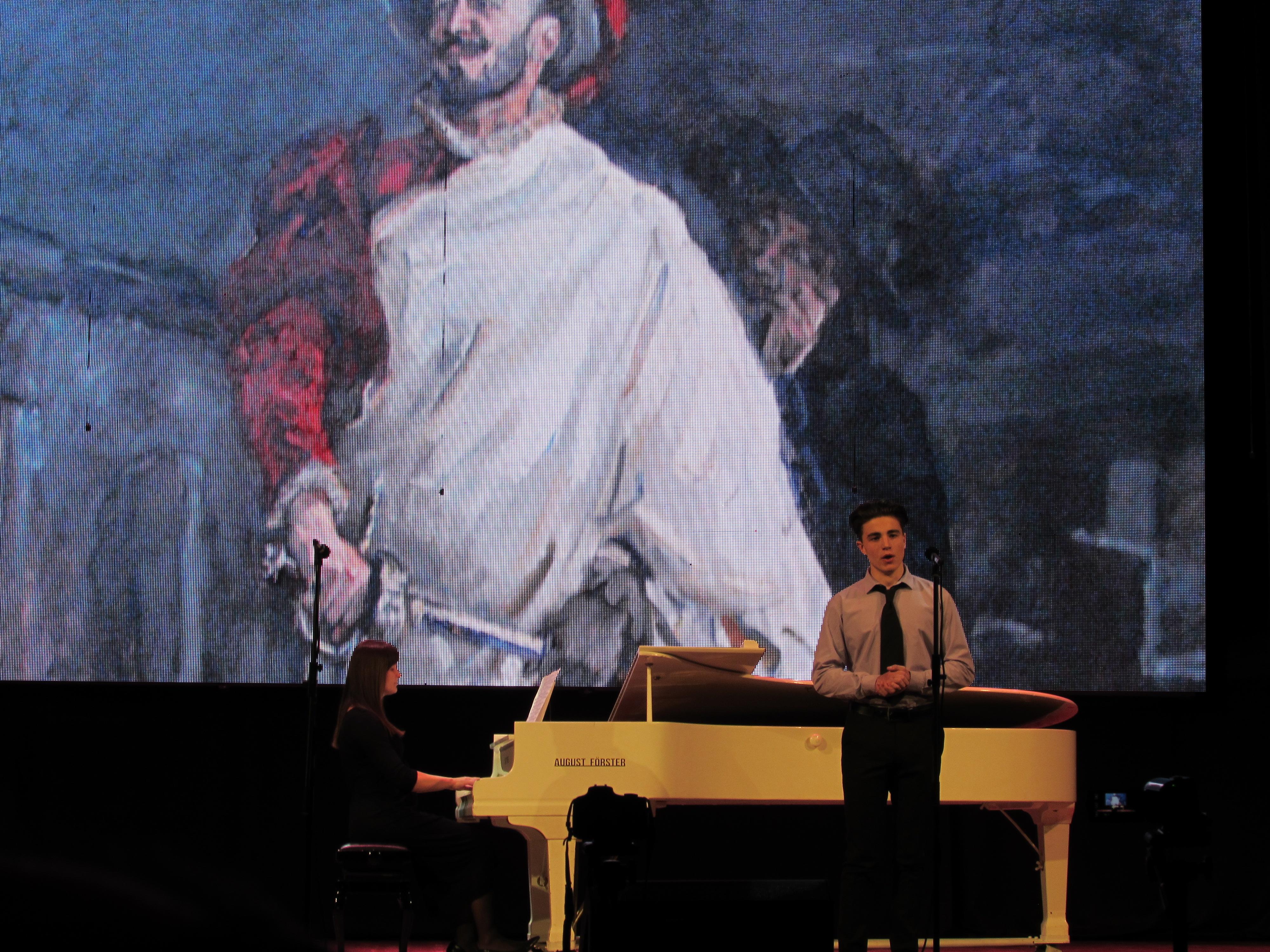 исполнитель и пианист