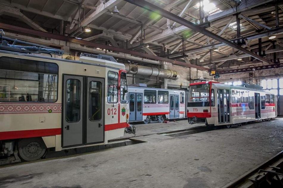 Два трамвая европейские, а один - запорожского производства