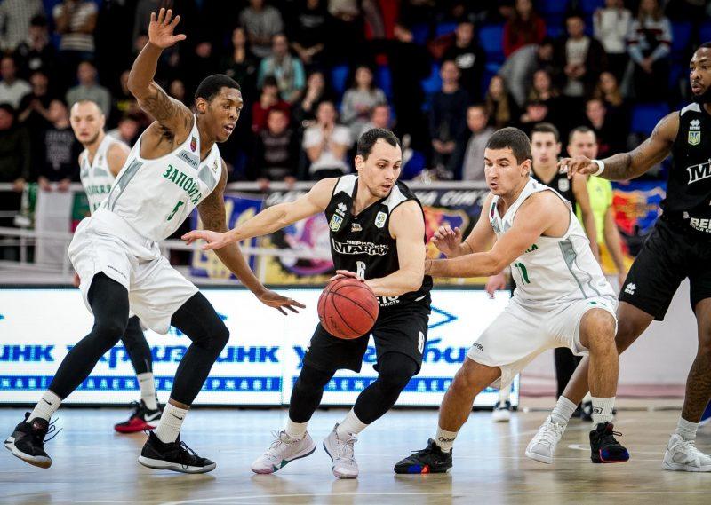 Запорожские баскетболисты встретятся с действующими чемпионами Украины