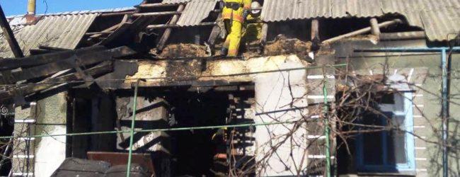 Запорожские спасатели вывели из горящего дома четверых человек