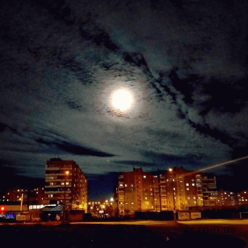 В небе над Запорожской областью взошла Суперлуна
