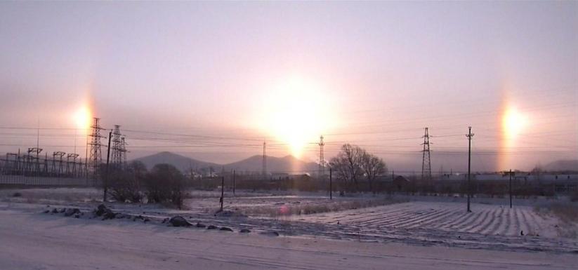 Три солнца над Китаем. Фото ВВС.
