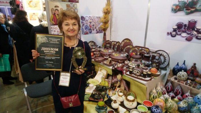 Лариса Нагурная с дипломом выставки