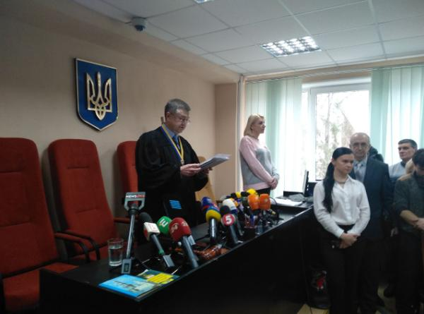 Приговор Зайцевой и Дронову выносит судья Виктор Попрас.
