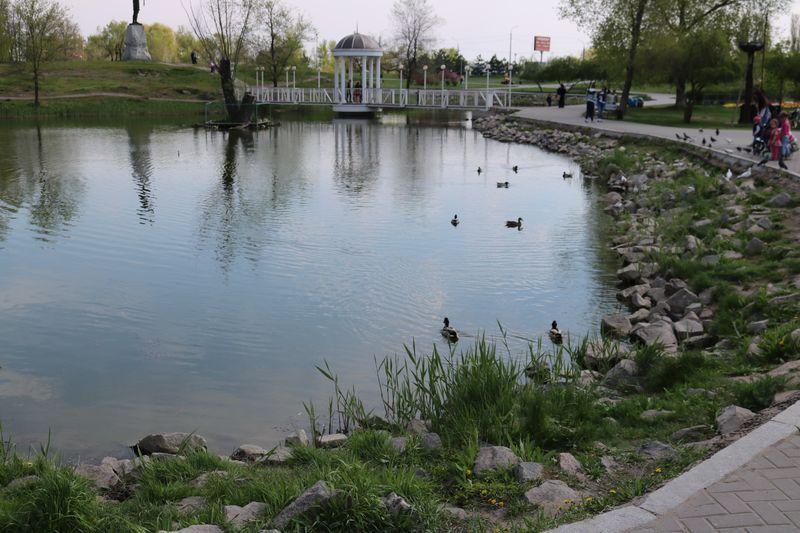 вандалы пакостят Вознесеновскому парку