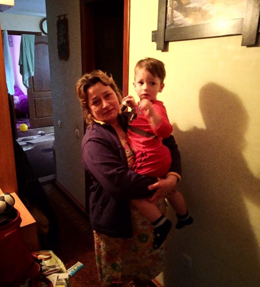 Маме передали ее 2-летнего малыша. фото: ГСЧС