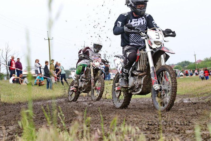 гонки мотоциклистов