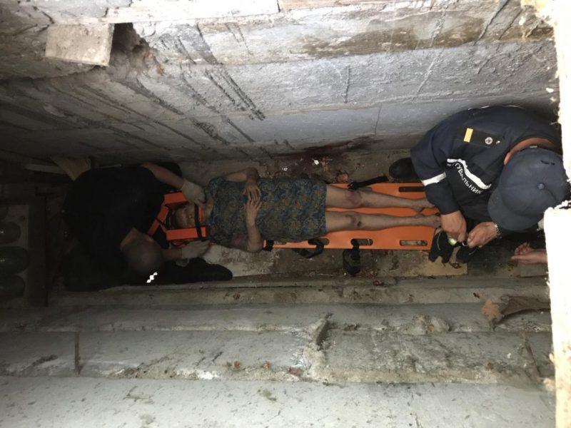 В Запорожье женщина упала в подвал и не смогла выбраться