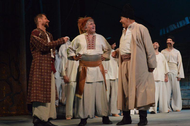 К слову, сегодня вечером в театре имени Магара идет второй показ премьеры.