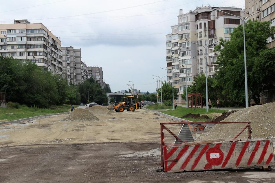Строительство дороги планируют завершить к середине июня. Фото: пресс-служба горсовета Запорожья