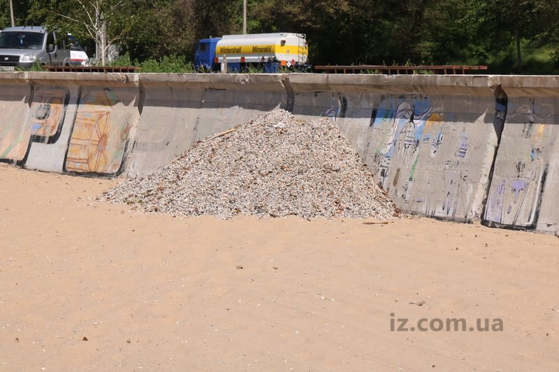 Запорожский пляж готовят к купальному сезону
