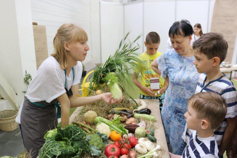 командастудияKartata Potata учит запорожцев разбираться в еде