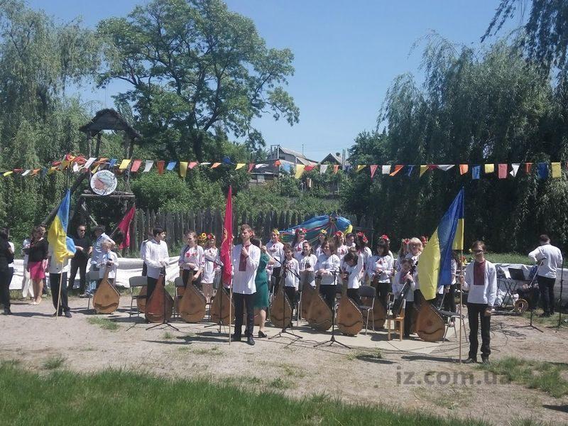 Открытый фестиваль-конкурс солистов-бандуристов«Запорізькі переливи бандури»