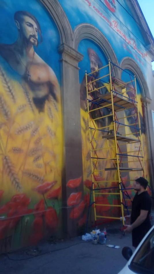 Начали восстанавливать рисунок на фасаде театра кукол. Фото: fb Мороко Влад