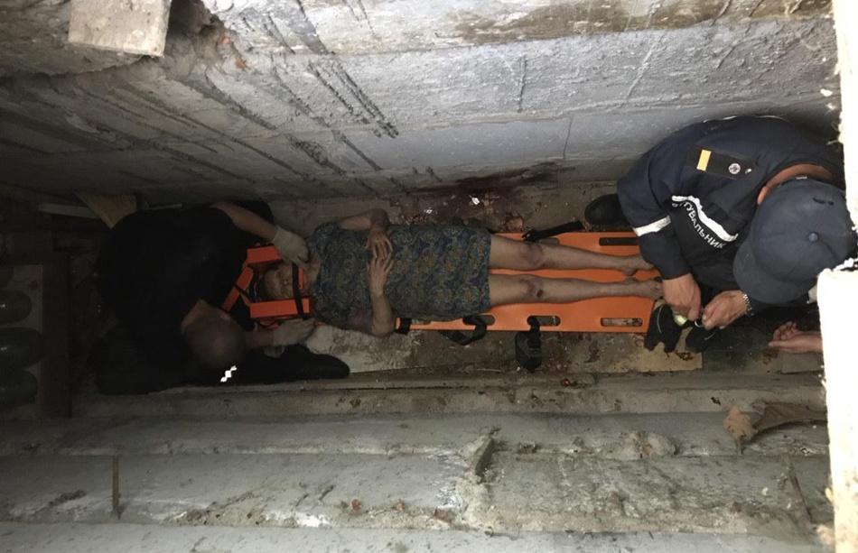 Старушка упала в погреб и не смогла выбраться. Фото: ГСЧС