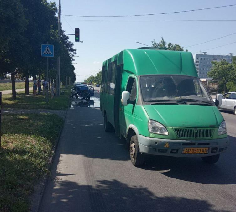 Смятые легковушка и маршрутка: в Запорожье ДТП с пострадавшими (ФОТО)