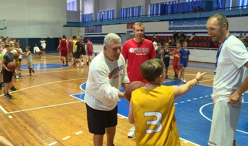 Американские баскетболисты сыграли с запорожскими детьми