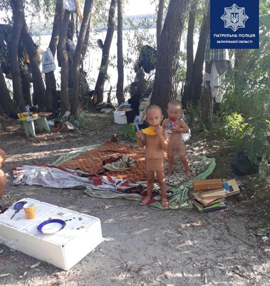 Горе-родители оставили своих малолетних детей на бездомных на 5 дней. Фото: Патрульная полиция