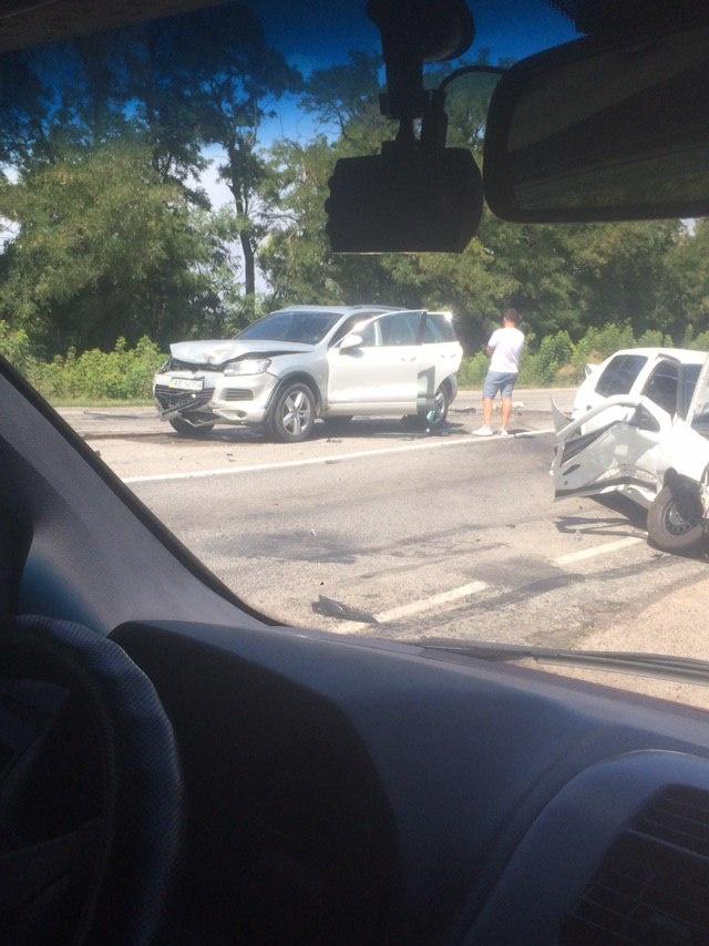 Авария на трассе под Запорожьем / фото: Автоканал Запоріжжя. СВ 13 FM.