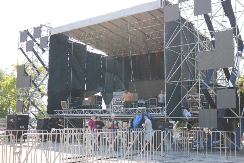 В парке Металлургов подготовка к фестивалю